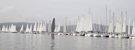 Despite a Lack of Wind, Nyack Boat Club Sets Bart's Bash Records
